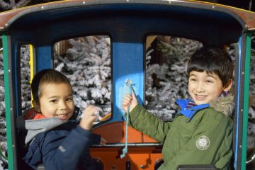 kingston-xmas-candy-cane-train-boys-ft